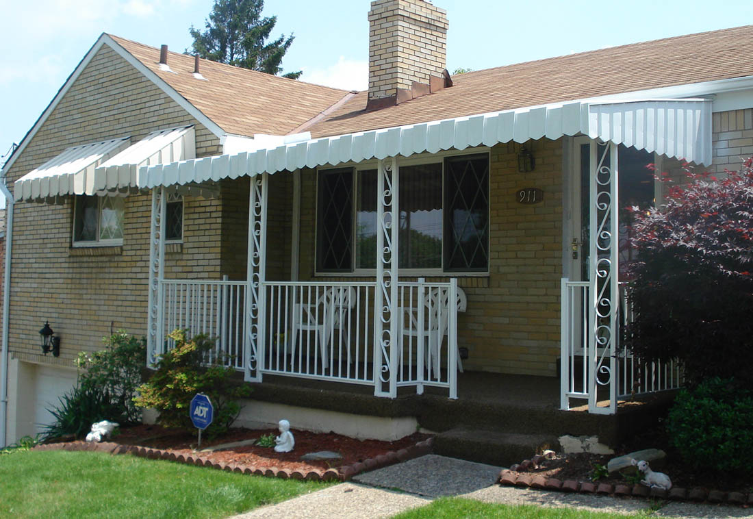 Aluminum Porch with Railing & Scroll Posts